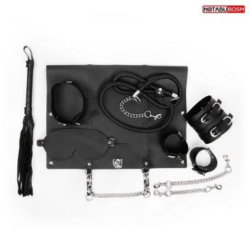 Черный набор БДСМ в сумке: маска, ошейник с поводком, наручники, оковы, плеть